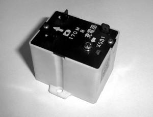 VS-1 大型冷蔵庫用電圧リレー